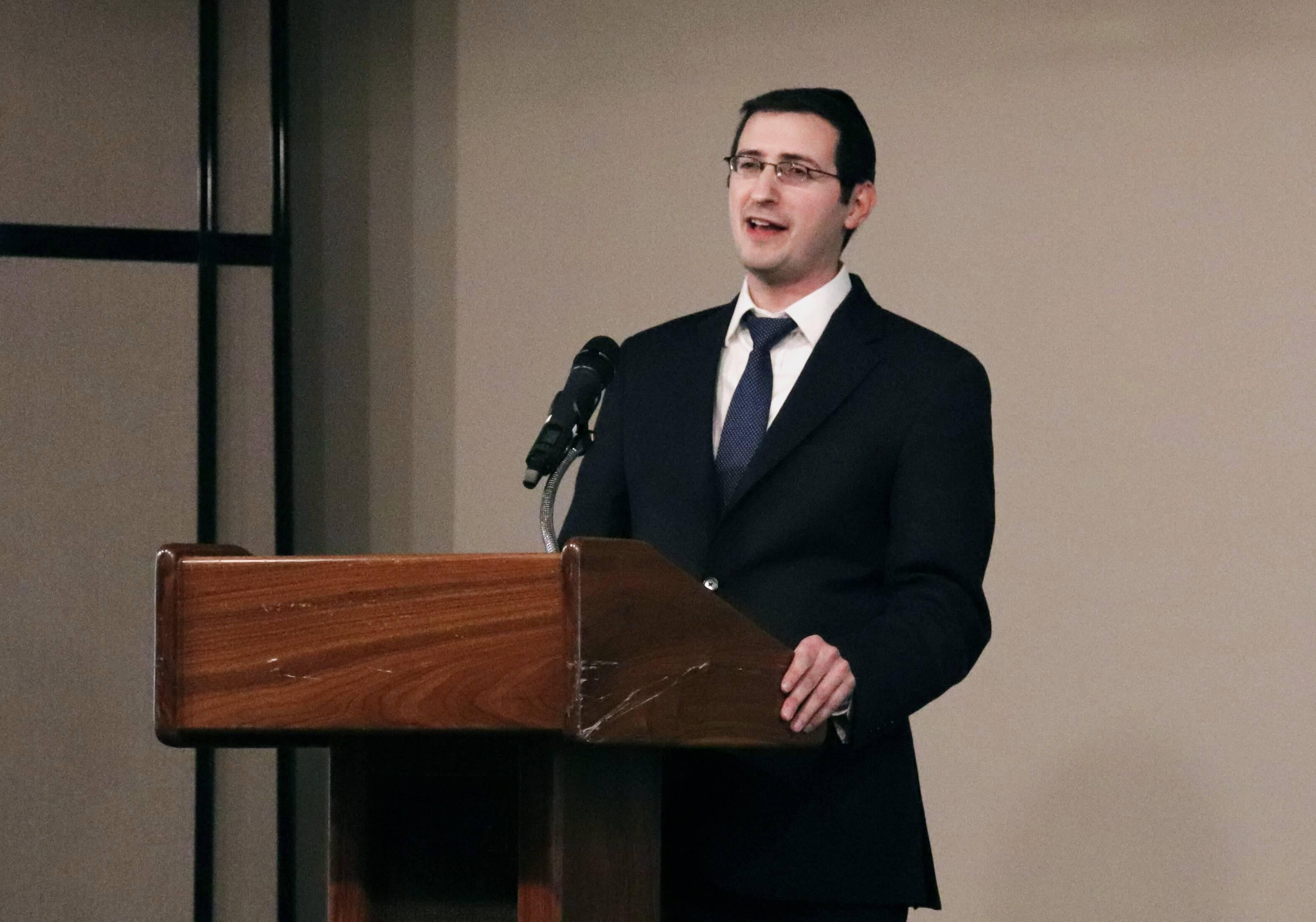 Rabbi Moshe speaking at podium